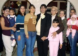 Con motivo de la próxima llegada de su bebé, María Dolores Sánchez Lara recibió numerosas felicitaciones por parte de amigas y familiares
