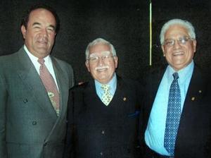 Eduardo Villalobos, Emilio Herrera y Pedro Rivas en pasado acto social.