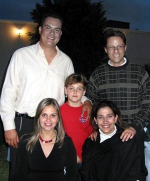 Francisco Meraz, Mónica de Meraz, Luis Ubieto, Rosy de Ubieto y el pequeño Fernando Mafud.