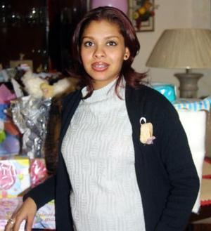 Karla Caballero de González fue festejada con un grato convivio por el cercano nacimiento de su bebé.