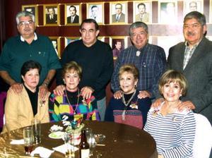 Manuel y Lupita Alvarado; Nacho y Marilú Meneses, Hugo y Bertha Ramírez; Alfonso y Lily Amador.