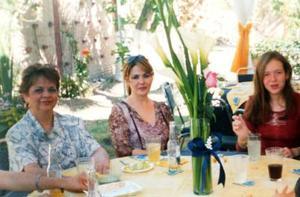 Margarita Obregón de Galindo, Gloria Margarita Galindo Obregón y Marian Aguilera Galindo, tres generaciones de estimable familia lagunera.