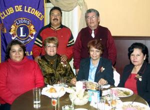María Luisa Espino Andrade, César García, Carmelita García, Guillermo Valdez, Adriana de Valdez y Marthita Ramos