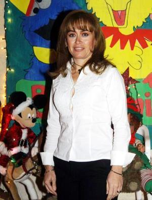 <u> 14 de diciembre </u> <p> Violeta Ayup en un festejo social.