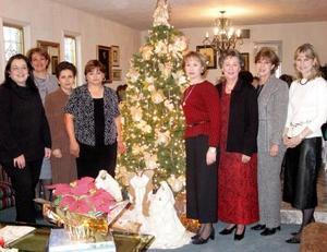 Laurencia de González, Marilú de Gidi, Luly de Álvarez, Chelo de Macías, Laura de Martínez, Margarita de Rivera, Susy de Rodríguez y Luly de Berlanga
