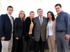 Arturo Gilio con sus hijos Arturo, Magaly, Ana Isabel, Liliana y Toño.