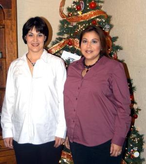 Cecilia Fernández de Garza y Lizeth Safa de Murra.