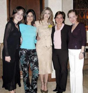 Ana Máynez Varela junto a Claudia, Aurora y Ana González Berlanga e Isabel Máynez en la fiesta pre nupcial que le ofrecieron.