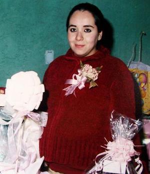 Berenice Enríquez de Cobián recibió felicitaciones en la fiesta de canastilla que le ofrecieron por el próximo nacimiento de su bebé.