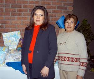 <u> 16 de diciembre </u> <p> Lucía Almaraz de Ebrard acompañada de Esperanza Hernández de Almaraz, organizadora de su fiesta de canastilla
