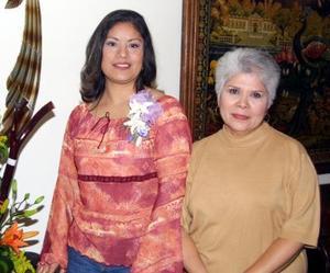 <u> 15 de diciembre </u> <p>  San Juan  García Castañeda junto a Amalia Flores de Ruiz en la fiesta de despedida que le ofrecieron.