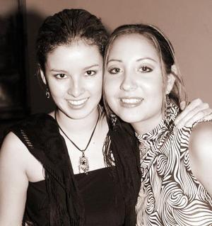 Renata Olivares y Angelina Peressini.