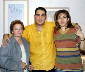 Arturo Alfredo Mendoza Jaik el día que celebró su cumpleaños junto a Lucía González de Jaik y Concepción Jaik de Mendoza