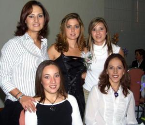 <u>17 de diciembre </u><p> Maica Borbolla acompañada de sus primas Mayte Garza, Ana Isabel, Malena y Susaba Borbolla en su primera despedida de soltera.