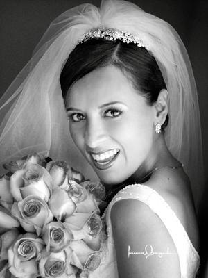 Lic. Sandra Natalia Hernández Ruiz el día de su enlace nupcial con el Ing. Jaime Joel Jiménez Sánchez.  Estudio Laura Grageda.