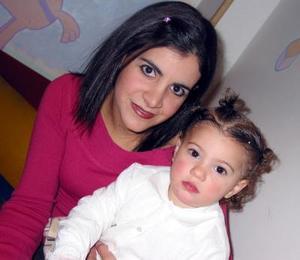 <u>17 de diciembre </u><p> Mariam Banda Jalil acompañada de su mamá Hanan Jalol de Banda en el festejo por sus dos años de vida.
