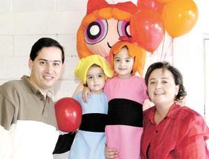Lulú y Anaví Aguilar Vázquez festejaron su tercero y quinto cumpleaños de vida respectivamente en compañía de sus padres.