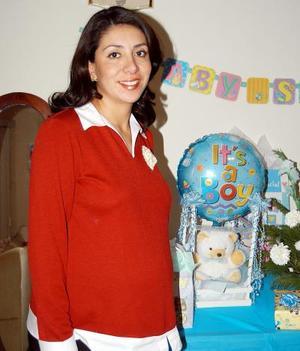 Beatriz Adriana Estrada García fue festejada con una divertida fiesta de canastilla el próximo nacimiento de su bebé.