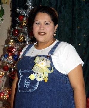 Cristy Soto fue festejada con una fiesta de regalos por el próximo nacimiento de su bebé.