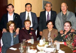 Fueron captados en pasado festejo social Pedro y Laura; Hugo y Tere Blanco, Antonio y Eloísa Monárrez y Carola Villalpando
