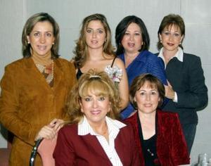 Lupita Salomé, Rocío Sigona, Gloria de Garza, Leticia de Reyes y Cristina de Palermo acompañaron a Maica G. Borbolla el día de su despedida de soltera.