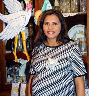 <u> 19 de diciembre </u> <p> Por el cercano nacimiento de su primer bebé, Mónica Tonche de González disfrutó de una fiesta de canastilla.