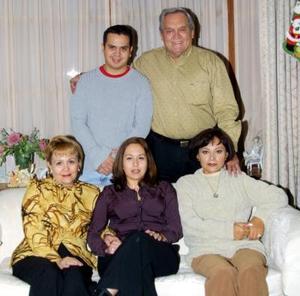 <u> 20 de diciembre </u> <p> Oneyda Alonso Rodríguez en la fiesta de bienvenida que le ofrecieron Everardo López, Socorro Rodríguez de López, Omar y Paty López
