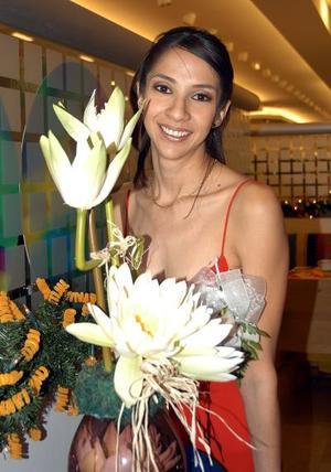<u> 19 de diciembre </u> <p> Lic. Carla Liliana Sosa Lugo en su primera despedida de soltera.