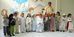 Pequeños del grupo maternal de la guardería Juego y Aprendo, quienes presentaron su tradicional pastorela.