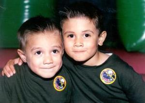 Sebastián y Diego Armando Oviedo Adame en un convivio infantil; son hijos de J. Armando Oviedo y Carla A. de Oviedo.