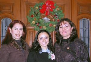 Aurora del Consuelo Benítez en la fiesta de despedida que le organizaron por su próximo enlace, Irma de Rodríguez y Cecy Martínez.