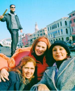Elvia Ochoa, Esther Aguilar y Maru Rodríguez, en su reciente viaje a Venecia.