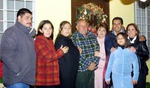 Luis Enrique Rojas Valderrábano festejó su cumpleaños al lado de sus familiares y amigos más cercanos.