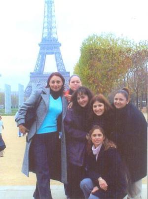Maru Rodríguez, Pamela Ochoa, Alma Dilia, Esther Aguilera, Paola Ortiz y Elvia Ochoa en un viaje por el Continente Europeo.j
