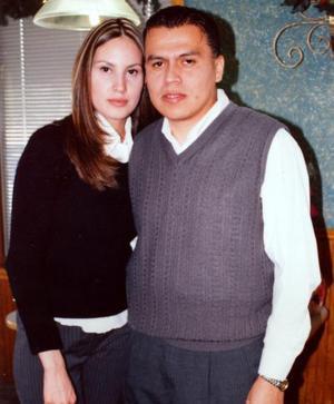 Edmundo Herrera Mujica acompañado de su esposa, Rosalba Rea de Herrera en el festejo que se le ofreció por su cumpleaños.