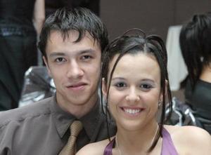 Irving Enríquez y Gabriela Medellín disfrutaron de una grata velada.