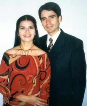 Lic. Carlos Arturo Cano Reed y Lic. Maribel Núñez Villanueva efectuaron su presentación religiosa en la Catedral de Nuestra Señora del Carmen.