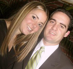 Regina Setién Valenzuela e Iván Gutiérrez Leal contraerán matrimonio el 27 de marzo de 2004.