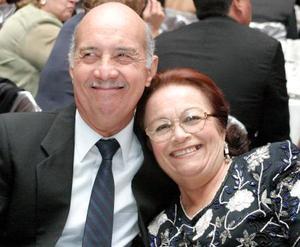 Alejandro Cayetano Alemán y su señora esposa en pasado festejo social.j