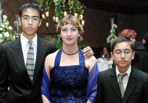 <u> 21 de diciembre </u> <p>  Érick Esparza Márquez, Maribel Márquez Prieto y Michel Esparza Márquez..