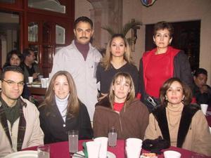 <u> 21 de diciembre </u> <p>  Lalo de la Garza, Ale Barroso, Marcela Estens, Gaby Duarte, Lulú Duarte, Gladys de Alba y Gabriel Ramos en un festejo previo a la Navidad.