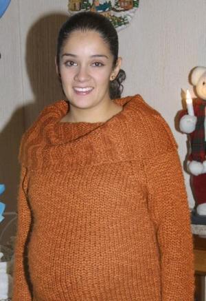 Carla Patricia Díaz de Palomares en la fiesta de regalos que se ofreció al bebé que espera.
