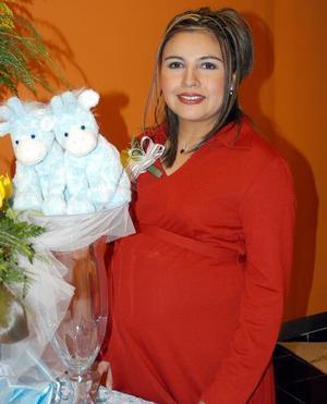 Gabriela Elizabeth Hernández de Ramírez fue festejada con una fiesta de regalos.