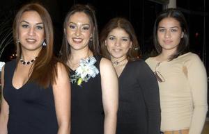 Alejandra con la Dra. Bertha Ramírez, Lilia Mónica Maeda Núñez y Aline Celina Ramírez Maeda.
