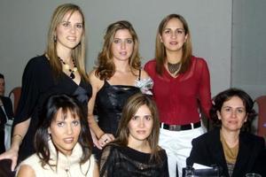 Maica G. Borbolla acompañada por sus amigas Paz Iduñate, Ana Lucía, Aurora, Liliana y Miriam Martínez, en su despedida de soltera.