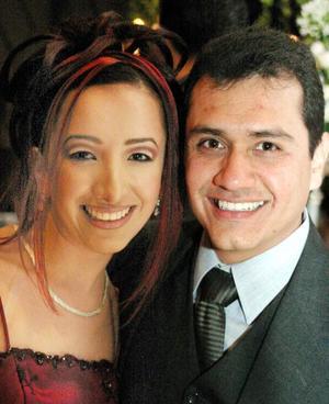 Lupita de la Garza y Erasmo Vera en pasado festejo social.