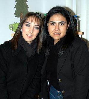 <u> 23 de diciembre </u> <p> Marvella Castro y Rina Elizalde en un convivio social.