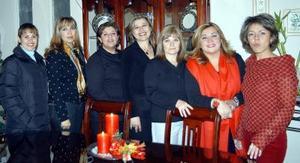 Mónica Miranda de Jiménez acompañada de Nena Orduña, Cecilia Rivera, Patty Borrego, Rosy Martínez, Ana Borrego y Francine Torres en el convivio que se le ofreció por su cumpleaños.