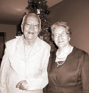 Sr. Vilicio García acompañado de su esposa el día que celbró sus 83 años.