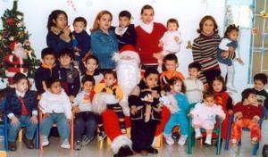 <u> 24 de diciembre </u> <p>  Pequeños del Jardín de Niños Laguna, captados en su posada navideña.